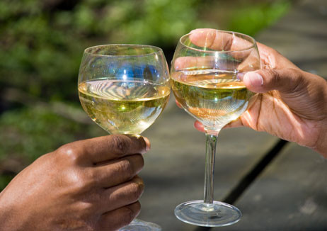 Potential benefits of moderate drinking may vary by race, gender