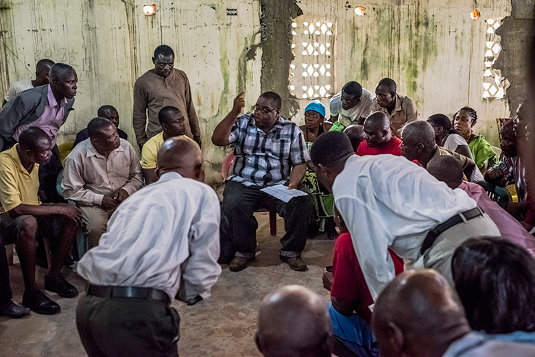 Mosoka Fallah meets with residents in Ebola-stricken community