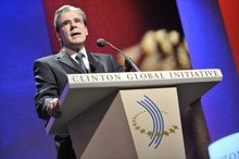 Dr. Julio Frenk receives a 2008 Clinton Global Citizen Award