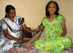 A home care nurse measures the blood pressure of a terminal cervical cancer patient in Uttam Nagar, New Delhi, India. © 2007 Divya Pal Singh, Courtesy of Photoshare