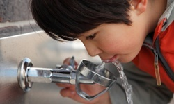 water-fountain_child-feature