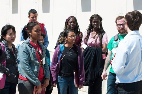 HSPH students led high school students on a tour of the School and Longwood Medical area.