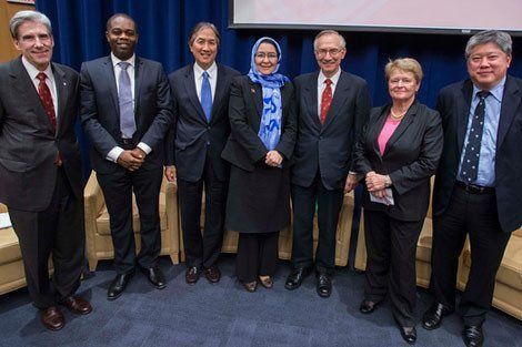 From left: Julio Frenk, Kelechi Ohiri, Howard Koh, Suraya Dalil, Harvey Fineberg, Gro Harlem Brundtland, and Pradit Sintavanarong