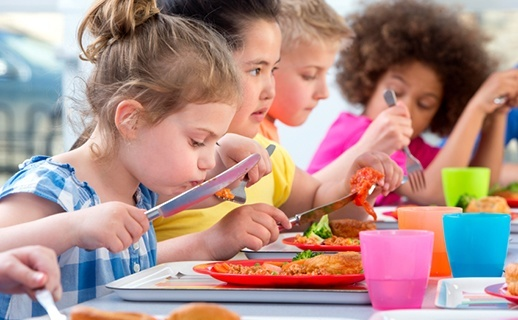 Short lunch periods in schools linked with less healthy ...