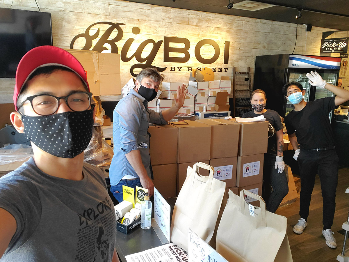 Photo of Antonio Moya with mask on delivering boxes