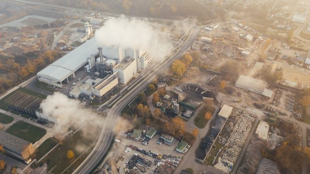 Pollution from a power plants spreads over a town