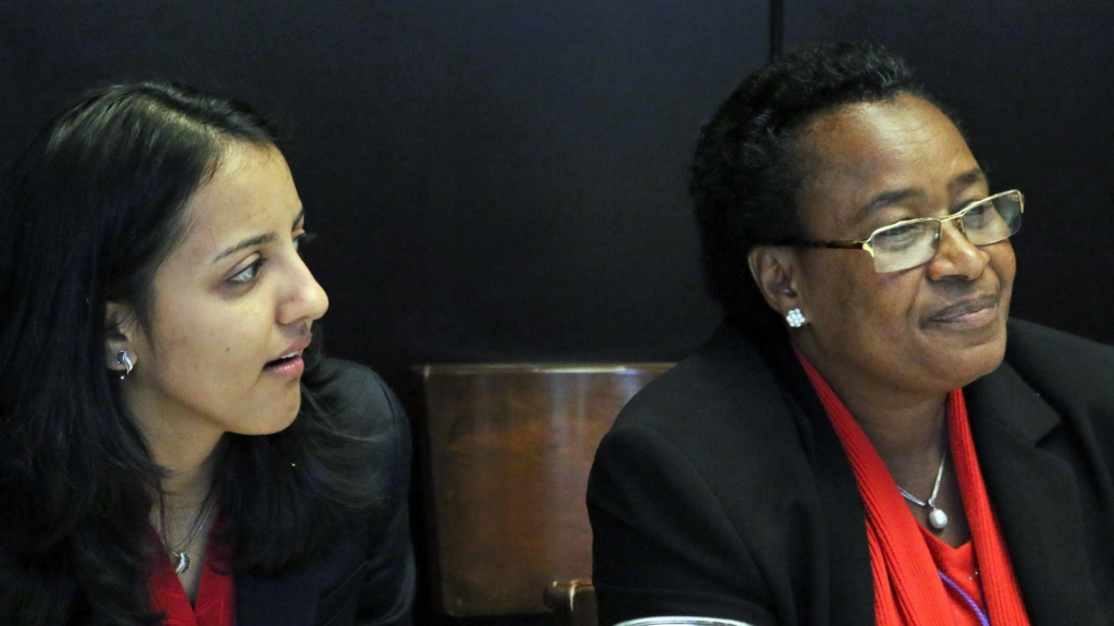 Ireen Kiwelu (right)