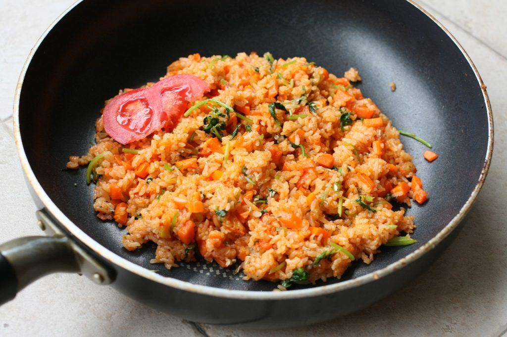 mediterranean rice in a pan with tomato