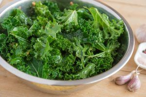 bowl of kale with garlic