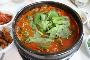 catfish in spicy creole tomato sauce